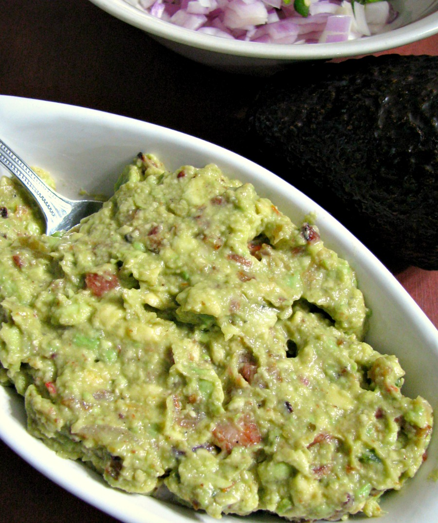 Creamy, Spicy Guacamole with Bacon, made with fresh avocado, sauteed onions, crumbled bacon, and jalapenos makes a perfect dip or spread. Appetizer| Sandwich Spread| Burger Topping| Party Foods