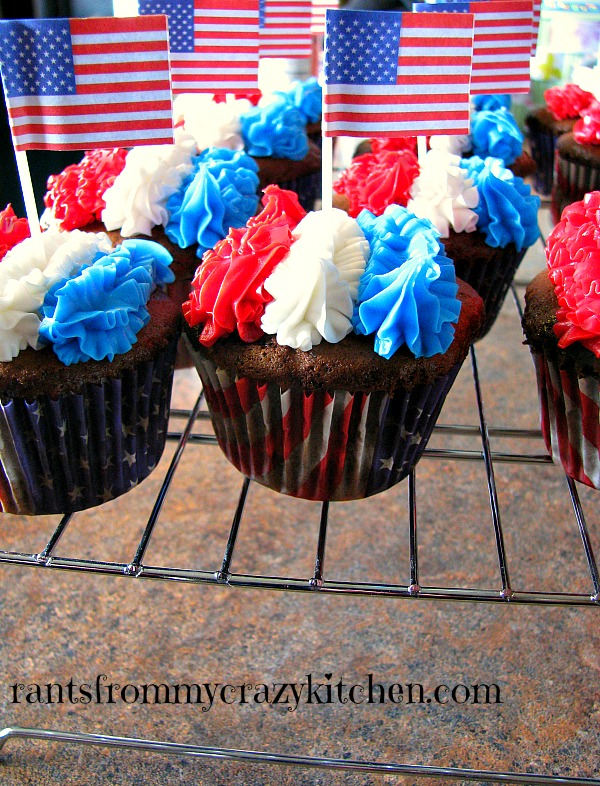 Decorated-French-Vanilla-Cupcakes