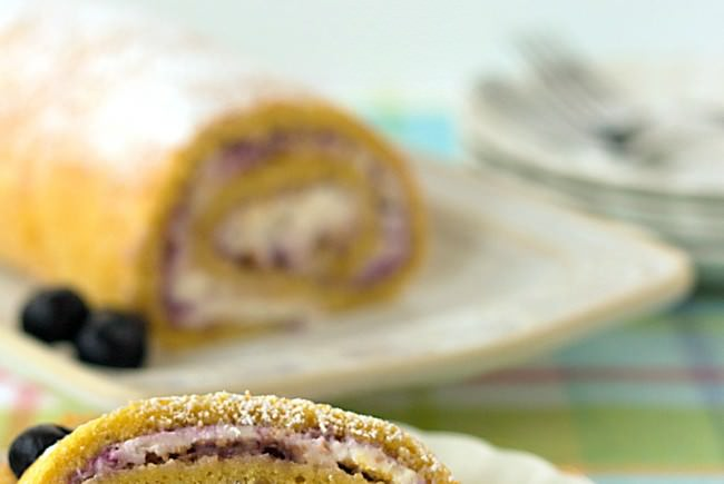 Blueberries-n-Cream-Roll-Cake-from-ItsYummi