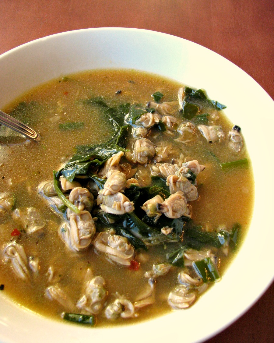 This light, healthy Spinach Clam Soup recipe is quick and easy to make, packed with whole baby clams and fresh spinach and ready to eat in less than 30 minutes.