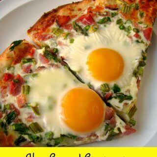 Ham Egg and Asparagus Breakfast Pizza #BrunchWeek